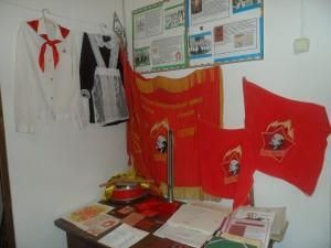 Экспозиция- История пионерской и комсомольской организации в школе.